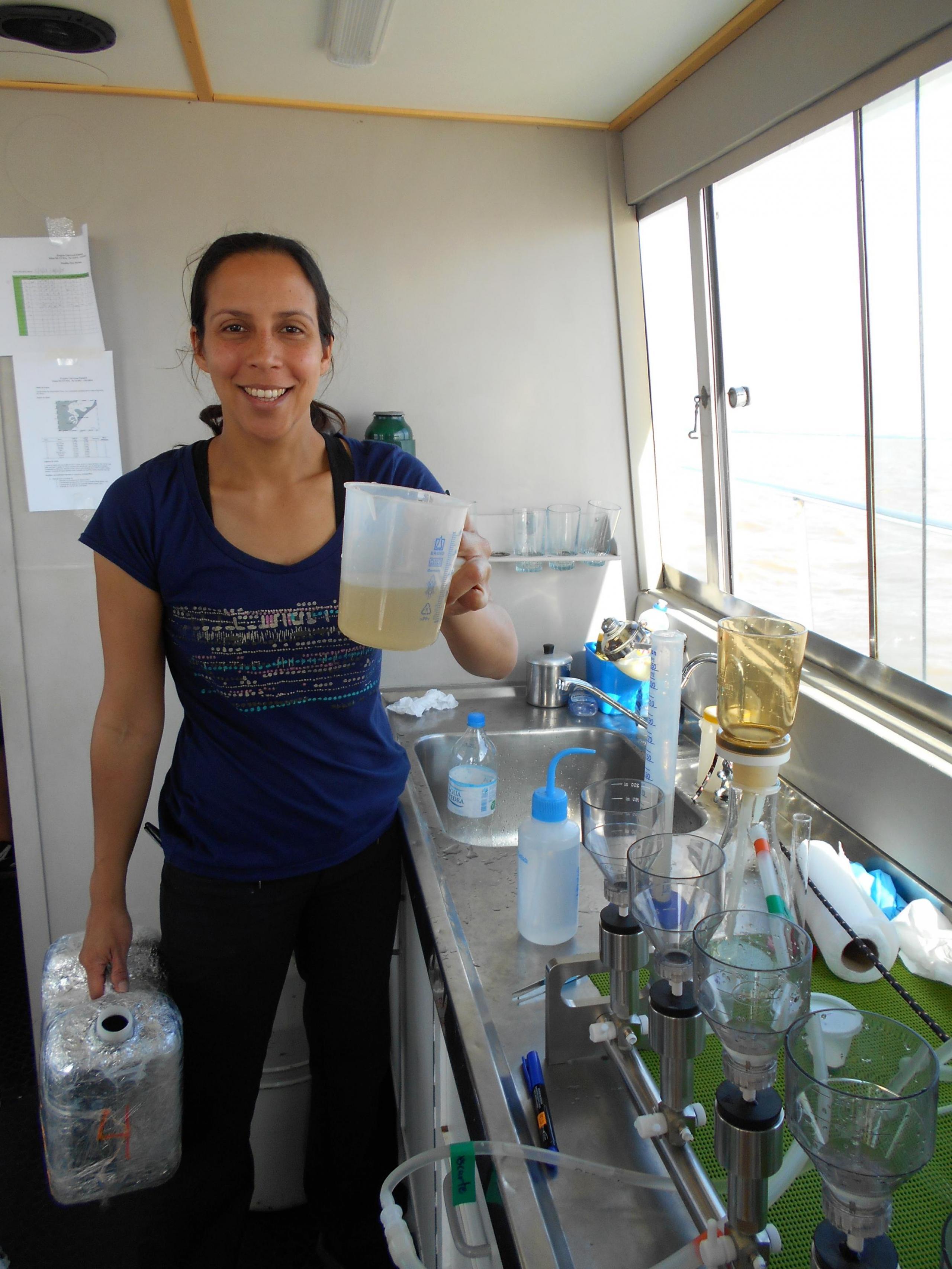Inia Soto Ramos en el laboratorio