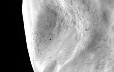Asteroide Lutetia (deslizamiento, 550 píxeles)
