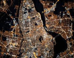Montreal de noche, visto desde el espacio