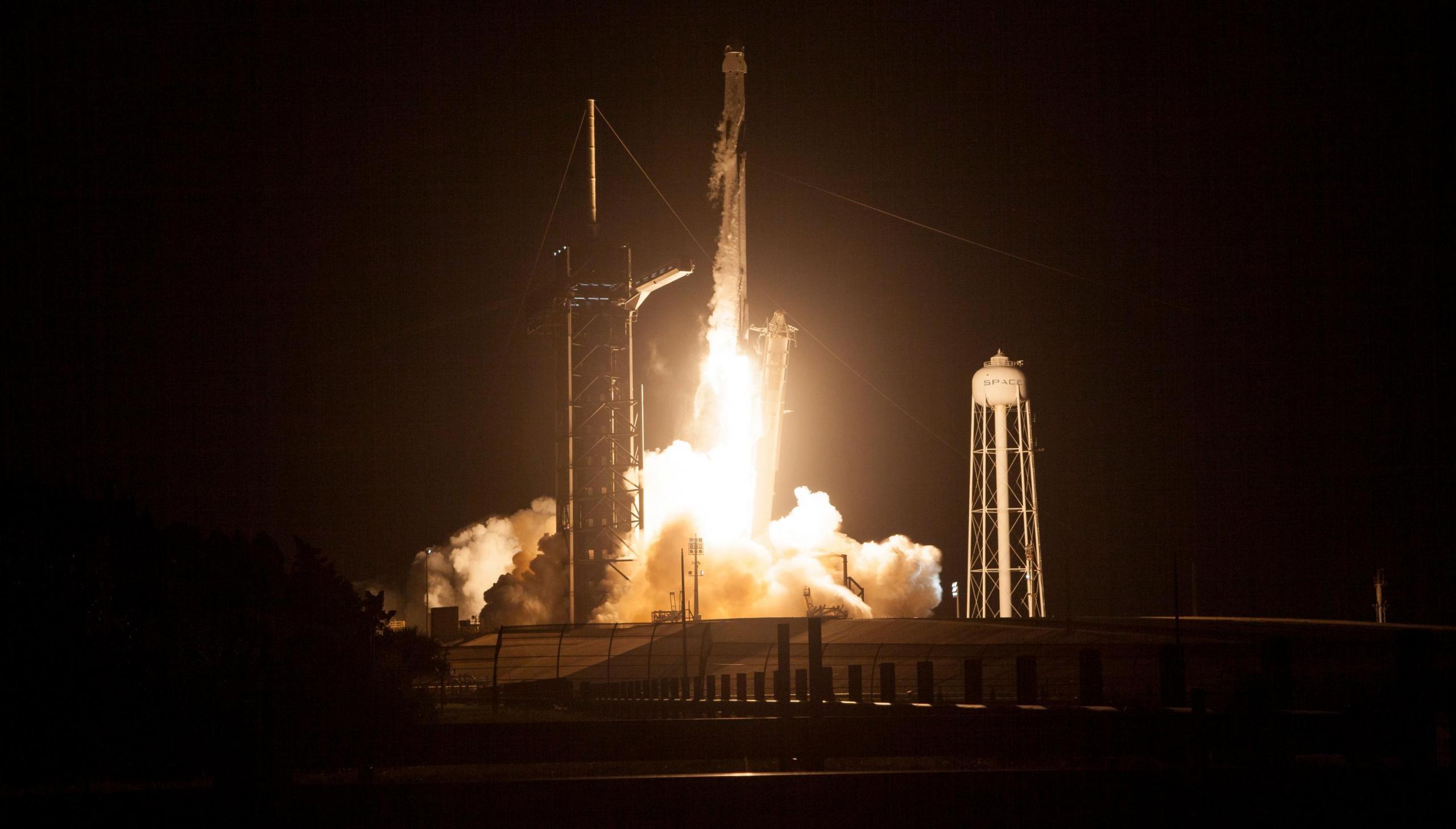 imagen del lanzamiento de un cohete