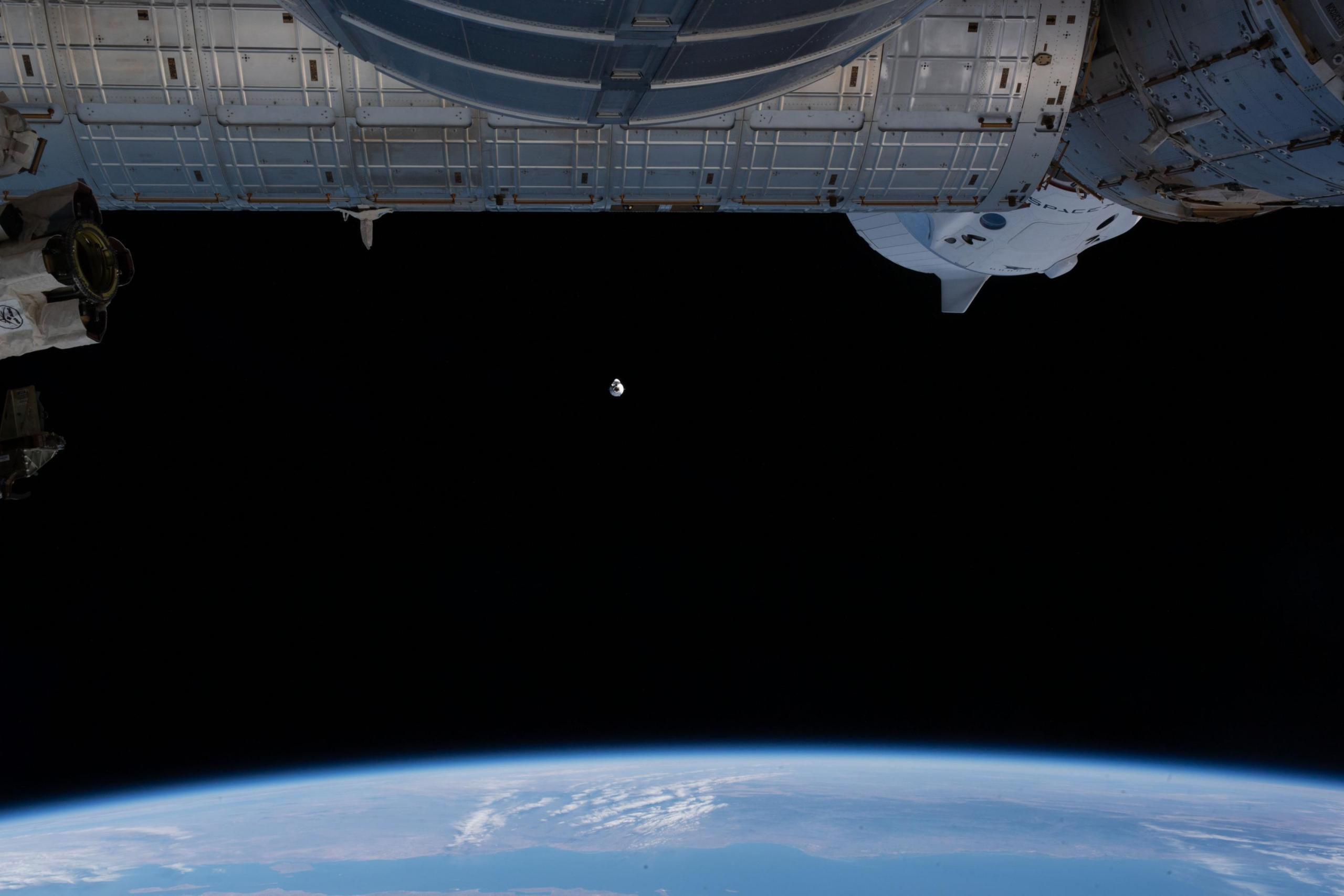 SpaceX Cargo Dragon en aproximación a la estación espacial