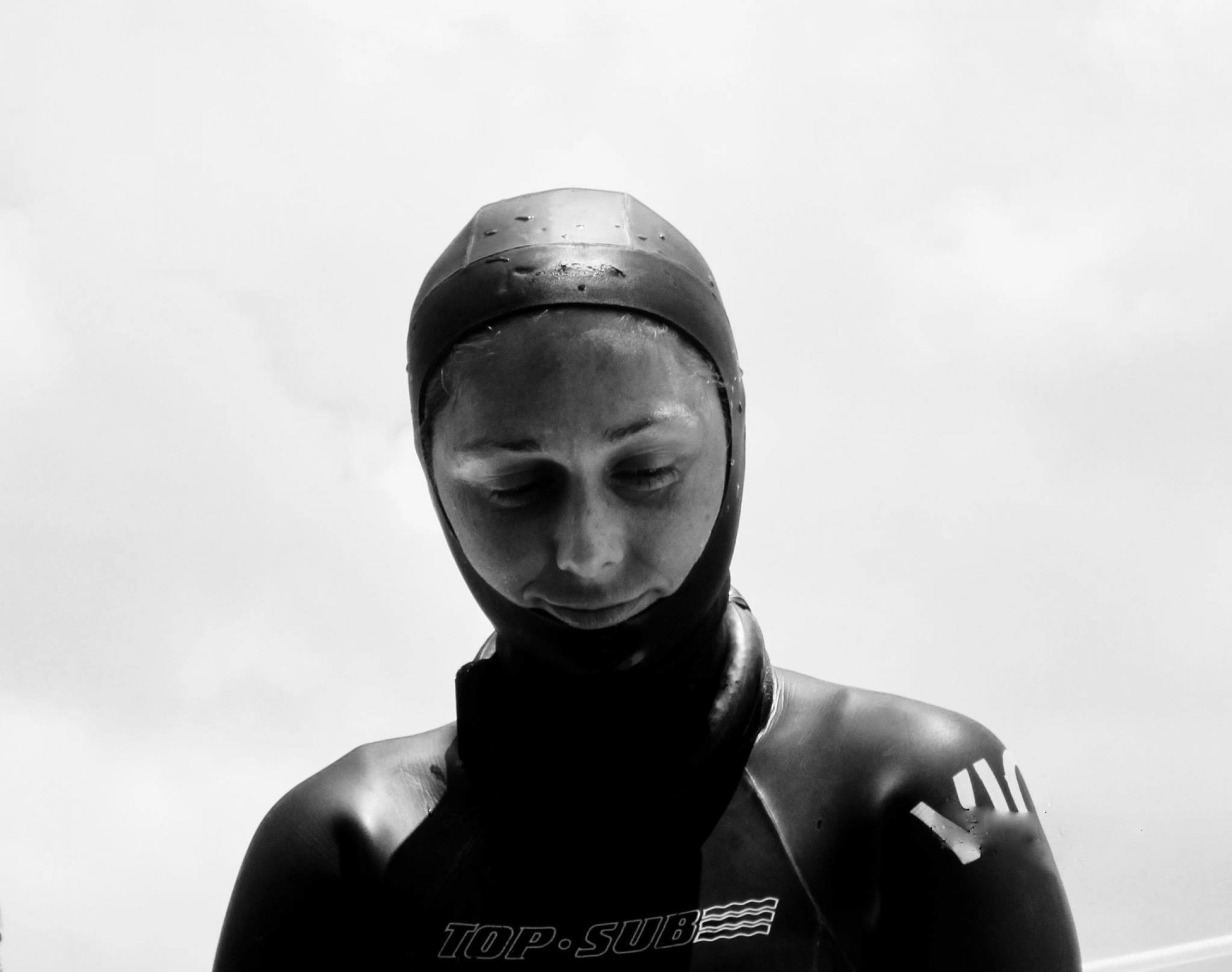 Violeta Sanjuan durante competencia de apnea