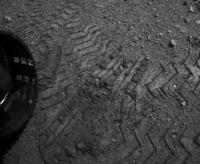 Bradbury Landing (tire tracks, 200px)
