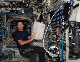 imagen de astronauta con hardware