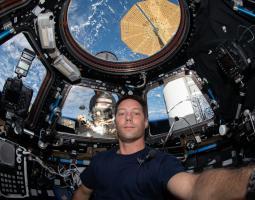 imagen de astronauta en la cupola