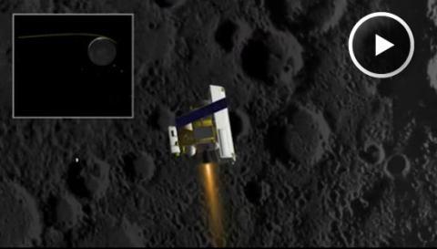 MESSENGER Poised to Orbit Mercury (insertion burn, 550px)