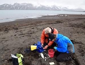 Biologist Fabrice Genevois & teacher Laura Schetter collecting data in Antarctica