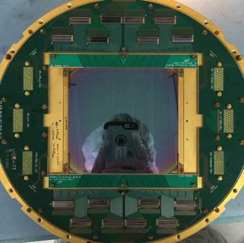 Photo of detector antenna and superconducting arrays