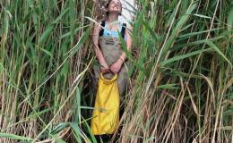 Photo of girl in field